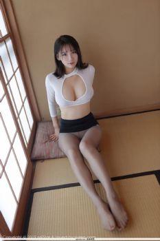 李可可的日本之旅 深V束胸制服装扮