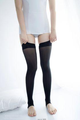 [森萝财团]X-58 清纯可爱小萝莉 白色紧身连体衣加黑色丝袜美腿性感私房经典图集
