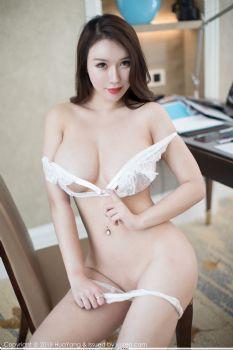 性感女神尤妮丝 白色的蕾丝花边图片