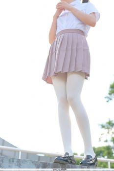 [森萝财团]萝莉R15-30 操场内白色短袖与棕色短裙加白色丝袜美腿性感私房经典图集
