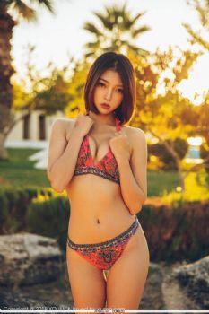 尤蜜荟 Vol.252 麻辣性感女老师冯沐沐教室大胆脱衣图片