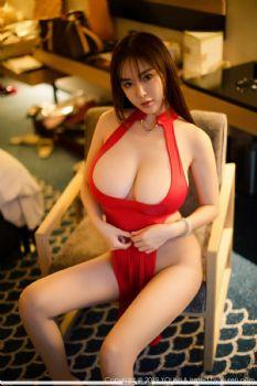 屏霸女神易阳Silvia 白色吊带红色束身裙