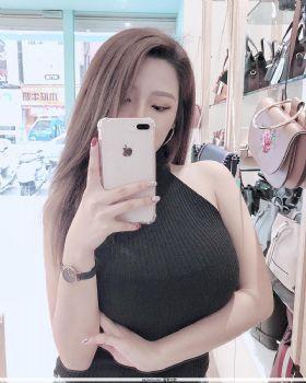 台湾Gina邱筠净吊带小背心吃甜品图片