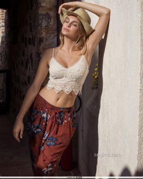 Olivia Brower- 焦糖肌成功上色好想尝一口图片