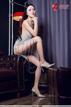 头条女神韵竹金属丝滑吊带裙激情图片